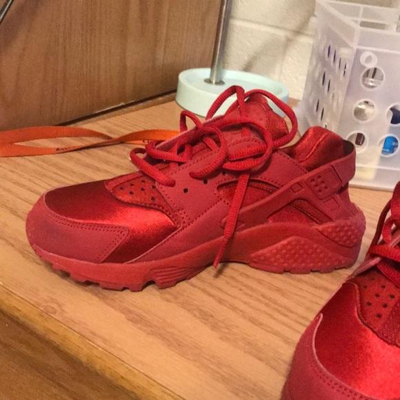 promo code 0bde3 b6c55 Red Nike Huarache Women's 7